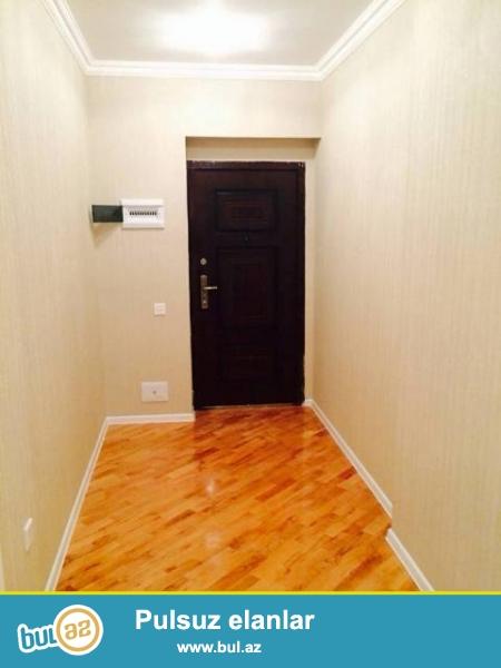 В районе Ени Ясамал, около  Бизим маркет, в элитном, заселенном комплексе с Газом продается 2-х комнатная квартира, 22/19...