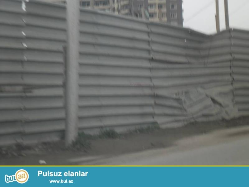 Mətbuat prospektində,57 sotun içində,7 mərtəbə ticarət mərkəzinə paket sənədlə torpaq satılır...
