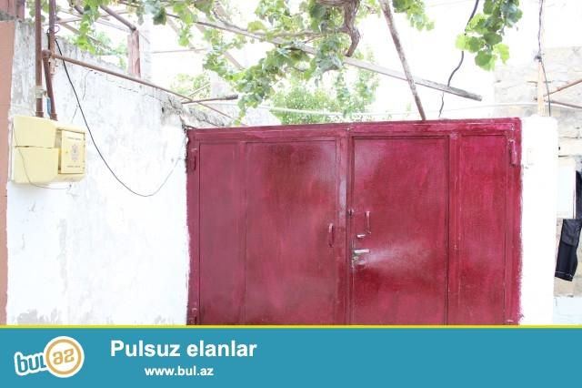 Sabunçu rayonu, Maştağa qəsəbəsi, Univermağın yaxınlığı, hamamın arxasında 2 sot torpaq sahəsində 3 daş kürsülü  ümumi sahəsi 100 kv...