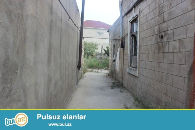 Sabunçu rayonu, Zabrat 2 qəsəbəsi, əsas yoldan 300 metr məsafədə daş hasarın içində 1 sot torpaq sahəsi təcili satılır...
