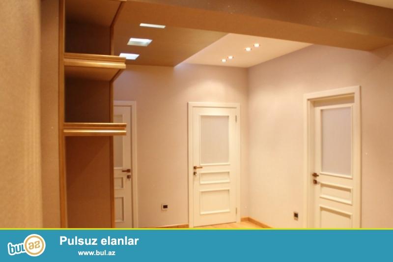 TƏCİLİ SATILIR!!!  Yasamal rayonu, Yeni Yasamal qəsəbəsi, Bizim marketin yaxınlığında 15/21 ümumi sahəsi 113 kv...