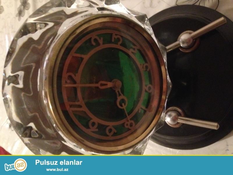 Xrustalniy mayak saatidir ustunde cizigi bele yoxdur. Tep teze kimidir. Qiymetde razilasmag olar