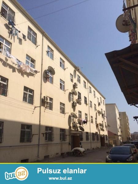 В самом элитном районе, Гянжлик, около Президентской резиденции, в заселенном новостройке с Газом продается 3-х комнатная квартира, 4/2, общая площадь 75 кв...