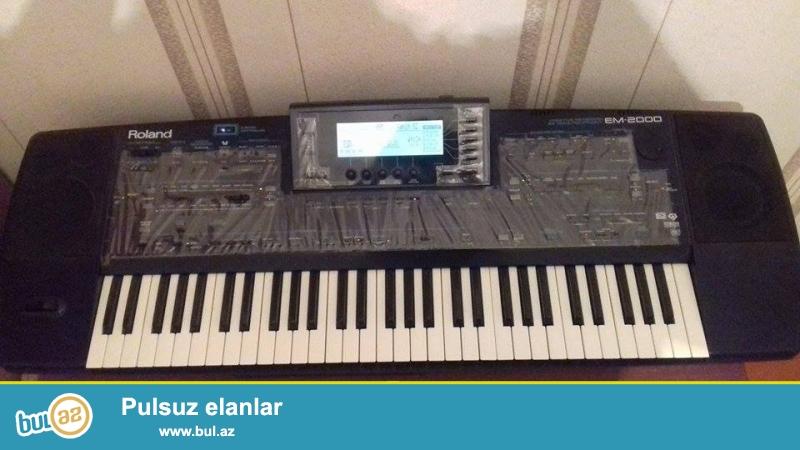 Roland em2000 tecili satilir ela veziyyetde .Cexol,zip disket ici dolu milli,turk,xarici musiqiler,ritmler sesler ,proqramlar...