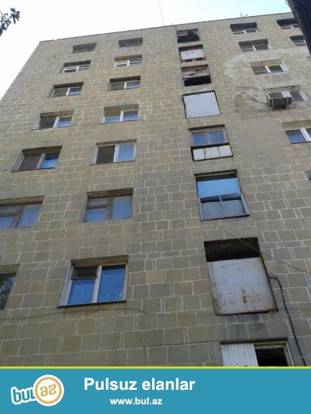 В районе Ясамал, по улице Шарифзаде, около Асан хидмат, экспериментальный проект, каменный дом, 9/2, раздельные, светлые комнаты, хороший ремонт, полы паркет, окна PVC, чистая, уютная квартира продается со всей новой мебелью и бытовой техникой, раздельный с/у в отличном состояние...