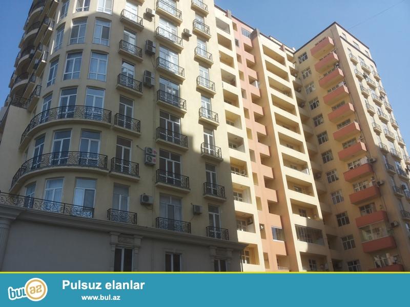 Продается 1-а комнатная квартира переделанная в 2-х комнатную, 8 МКР, по улице Шовкет Маммедова, заселенная новостройка, 14/14, общая площадь 70 кв...