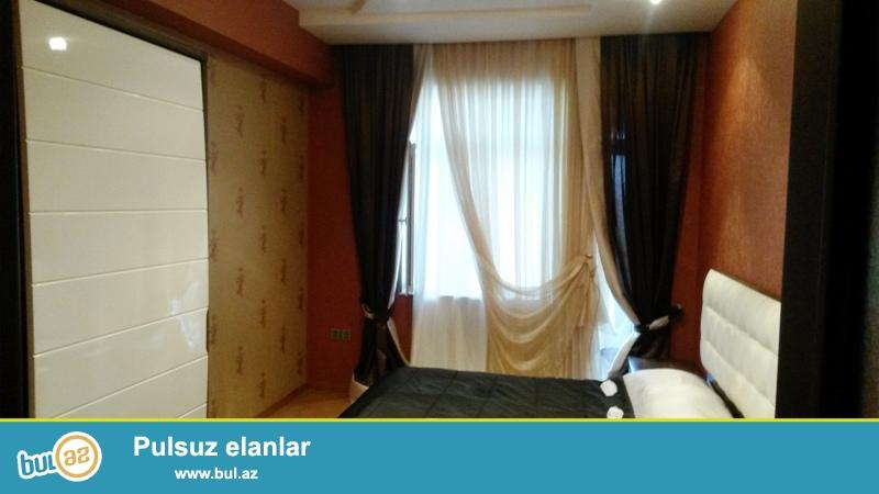 Новостройка! Cдается 3-х комнатная квартира в центре города, по улице Бакиханова, рядом с Российским посольством ...