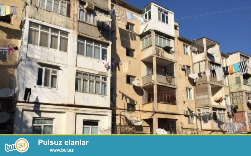 <br /> Badamdar qəsəbəsi Bizim Marketin yanı 5/5 2 otaqlı ev satılır...