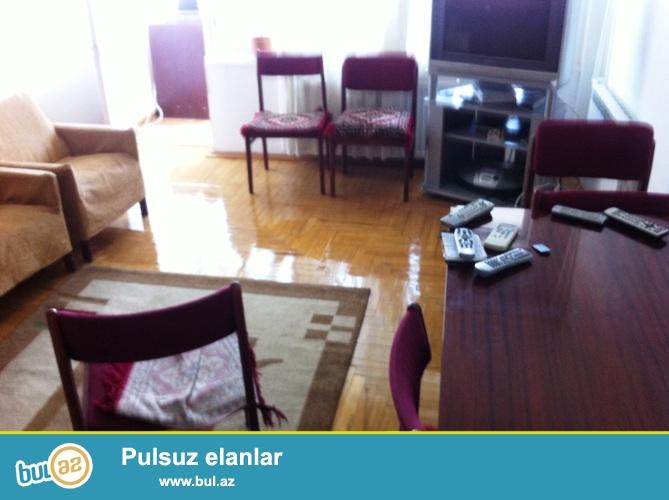 Продается 2-х комнатная квартира переделанная в  3-х в Наримановском районе, рядом с метро Гянджлик...