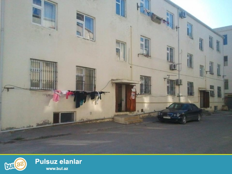 В самом элитном районе, Гянжлик, около Президентской резиденции, в заселенном новостройке с Газом продается 3-х комнатная квартира, 4/2, общая площадь 70 кв...