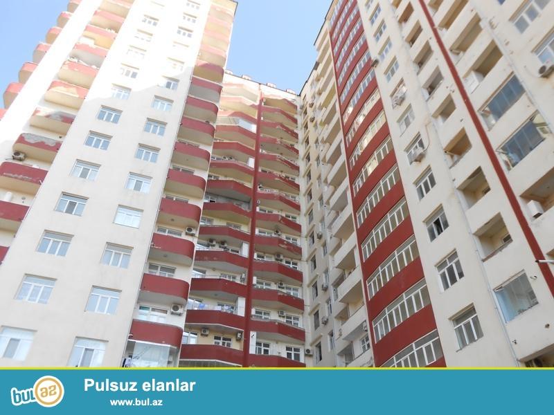 Продается 1-а комнатная квартира переделанная в 2-х комнатную, за т/ц Элит, по улице Нахчивани, заселенная новостройка, ГАЗ есть, 11/16, общая площадь 55 кв...