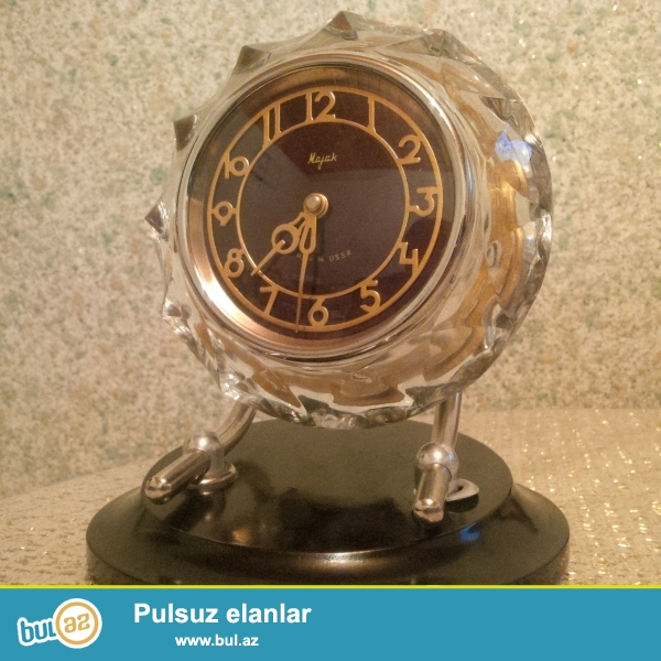salam. 1975-ci ilin antik sayılan mayak saatı, korpusu təmiz xrustaldir, orjinaldır...