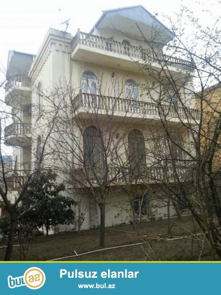 Очень  срочно в посёлке   Бакиханово  ( Разино) у подножья  горы при въезде с м/с Гара Гараево  продаётся  новопостроенный  4-х этажный (3-и этажа и мансарда на 4-м этаже) 8-ми комнатный   особняк - вилла, площадью 730 квадрат...