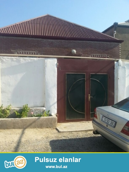 Cox  tecili  olaraq,Qaracuxur  qesebesinde,1  sotda,3 otaqli,temirli  ev  satilir...