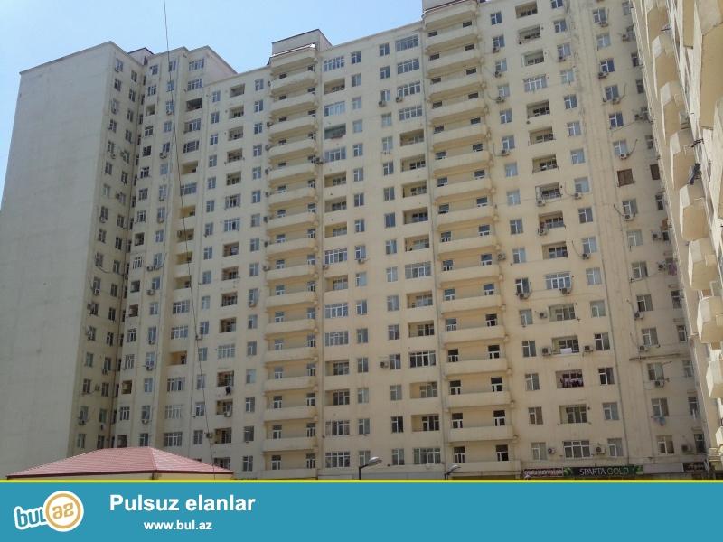 В районе Ени Ясамал, около  Бизим маркет, в элитном, заселенном комплексе с Газом продается 2-х комнатная квартира, 18/4...