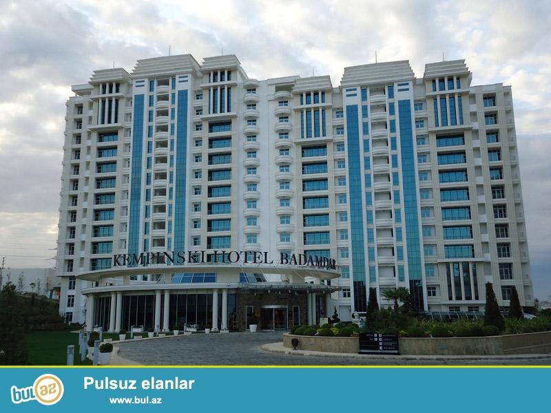 """Отель Kempinski Hotel Badamdar расположен в Баку, в самом сердце района Badamdar, в нескольких минутах от международного аэропорта Баку """"Heydar Aliyev"""", в нескольких минутах езды от центра города и в нескольких минутах ходьбы от Ботанического сада..."""