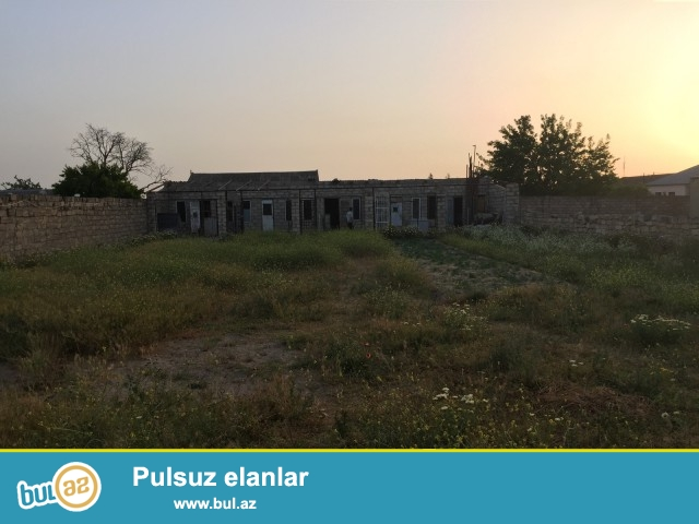 ƏZİZ Sabunçu rayonu, Maştağa qəsəbəsi, Pajarnının yanında 15 sot torpaq sahəsində tikilmiş  3 otaqlı ev satılır...