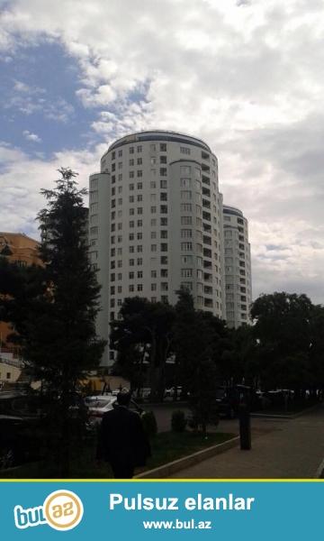 В центре, около Цирка, в элитном комплексе сдается 4-х комнатная квартира, 19/5, общая площадь 190 кв...
