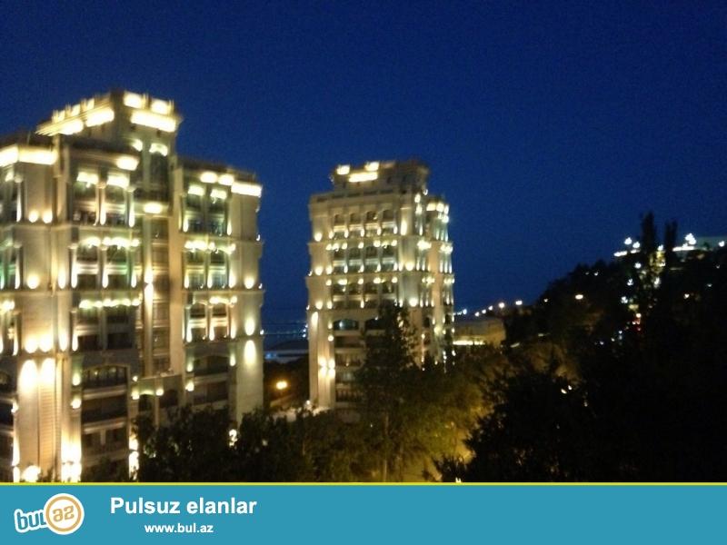 Очень Срочно! На Баксовете за Телетеатра  продается 2-х комнатная квартира старого строения  4/5 проекта   Сталинка...