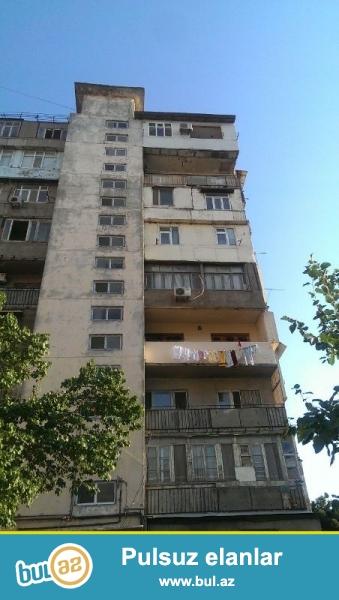 Продается 1-а комнатная квартира переделанная в 2-х комнатную, вблизи метро Азадлыг, по улице И...
