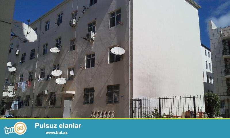 4 mertebeli yasayis binasinin 1 – ci mertebesinde yerlesen evin umumi sahesi 80 kv...
