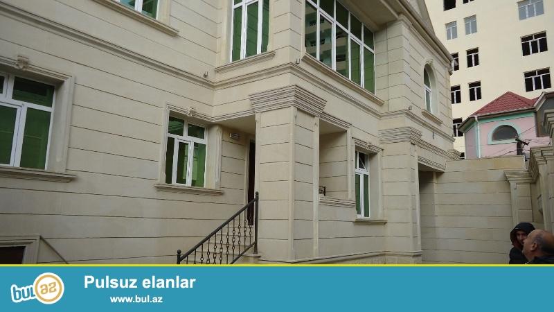 Очень срочно ! На Йени Ясамале  продается 2-х этажный, площадью 236 квадрат, 9 - и комнатный  частный дом , расположенный на 3-х  сотках земли...