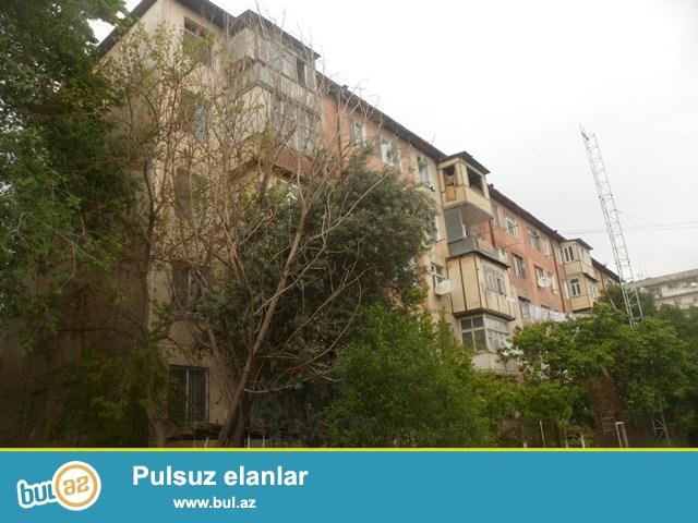 Bakı şəhəri Binəqədi rayon 7-ci mk\r-da 5mərtəbəli binanın 1 –ci mərtəbəsində 1 otaqdan 2 otağa düzelmə mənzil satılır...