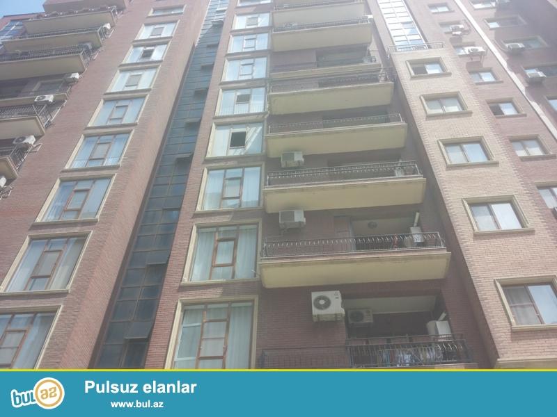 Очень срочно недалеко от университета «ОДЛАР ЮРДУ» продается 4-х комнатная квартира, заселенная новостройка, на 11/12 этаже, общая площадь 190 кв...