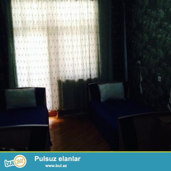 в Новостройке Около выхода из метро 28 мая(верхний выход), за зданием Насиминского <br /> Полицейского управления сдается 3 комнатная квартира...