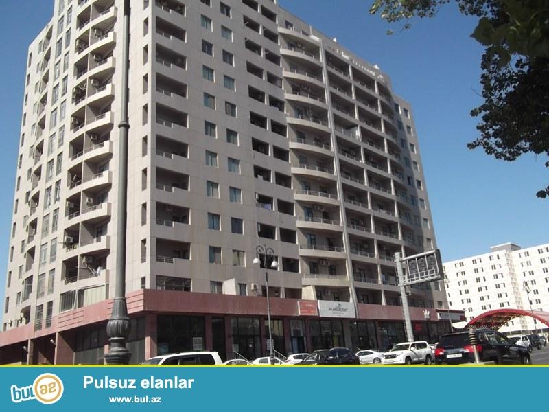 Продается 4-х комнатная квартира, Наримановский район, по улице Короглу Рагимов, полно заселенная новостройка, «АБУ АРЕНА», в дом есть ГАЗ и КУПЧАЯ, 13/13, общая площадь 170 кв...