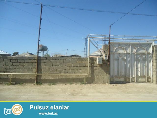 Sabunçu rayonu zabrat 2 qəsəbəsi, İstixana ərazisində 4 sot torpaq sahəsində tikilmiş 1 otaqlı ev satılır...