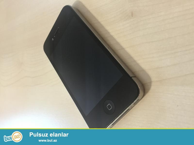 Iphone 4 16 gb. Arxasi cartlayib duwub elimden qiraglarinda eziyi ciziqi yoxdu wekildeki telefondu...