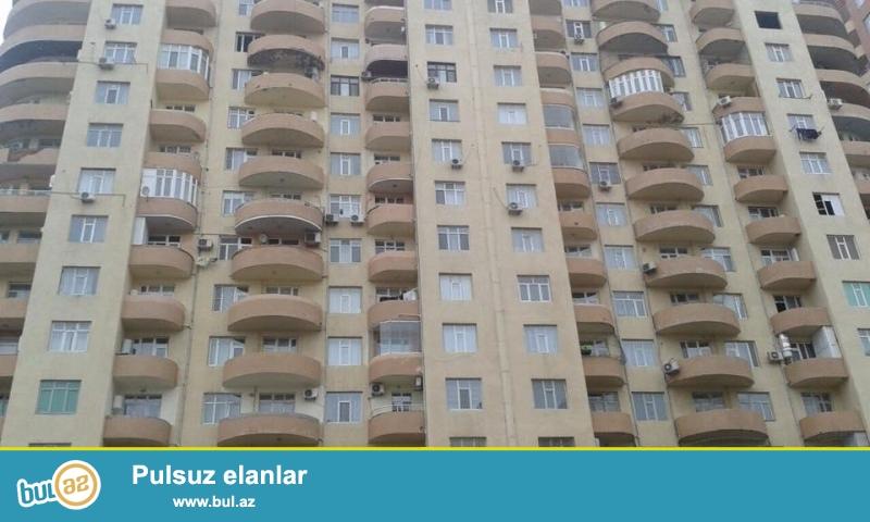 ОЧЕНЬ СРОЧНО!!! В районе Ени Ясамал, конечная остановка автобуса №77, в элитно- жилом комплексе с Газом  продается 3-х комнатная квартира, 20/16, общая площадь 104 кв...
