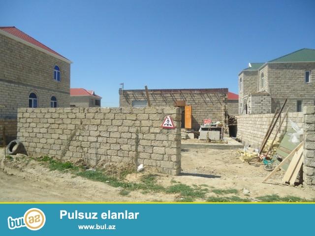 Sabunçu rayonu Zabrat 2 qəsəbəsi işıq stansiyasının 100 metr məsafədə 2 sot torpaq sahəsində 5 daş kürsüdə ümumi sahəsi 35 kv...