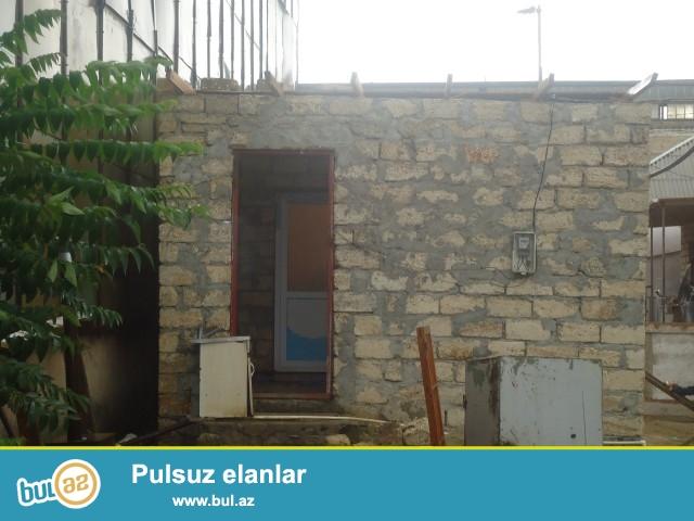 Sabunçu rayonu Zabrat 1 qəsəbəsi, dəmir yolu yaxınlığında 1,5 sot torpaq sahəsində  qoşa daşla tikilmiş ümumi sahəsi 50 kv...