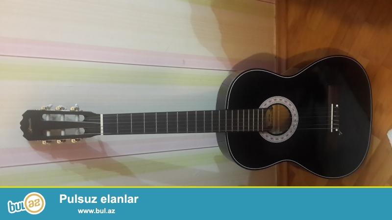 Ritmüller Klassik Gitara Tam original hec bir problemi yoxdur bilen birine gosterede bilersiniz...