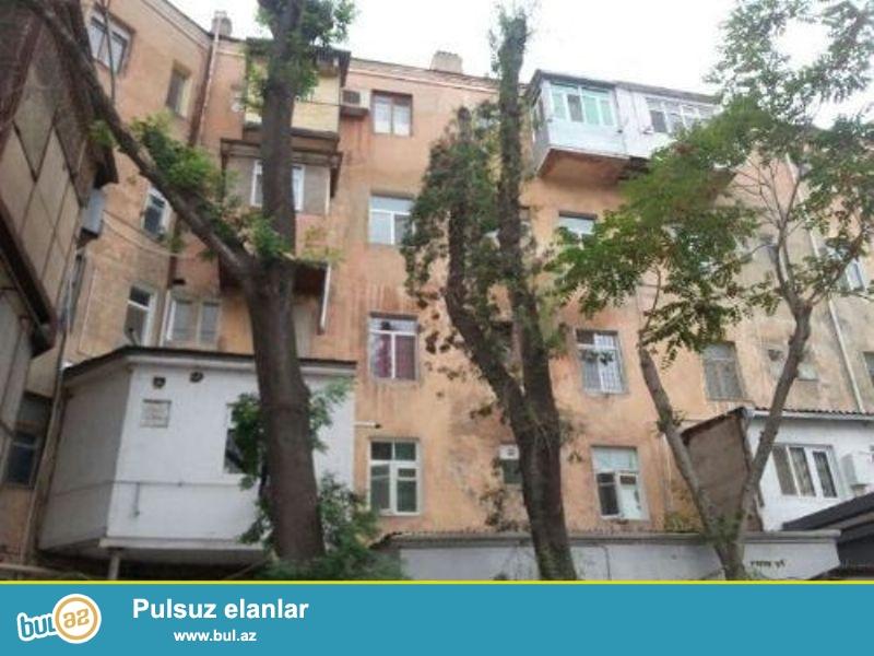 28 may m. AVIA kassaların yanı, Nizami küçəsində, 5 mərtəbəli binanın 2-ci mərtəbəsində,<br /> Stalinka proyektli 2 otaqlı ev satılır...