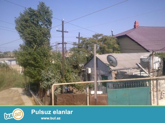 Sabunçu rayonu, Balaxanı qəsəbəsi, 204 nömrəli marşrut dayanacağından 50 metr məsafədə orta təmirli ev satılır...