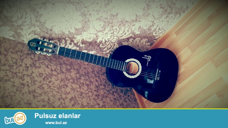 prablemsiz silverio gitara turkiye gitarasidir pul lazim olduguna gore satiram kemeri ve cantasinida ustunde verirem asagi yeri yoxdu