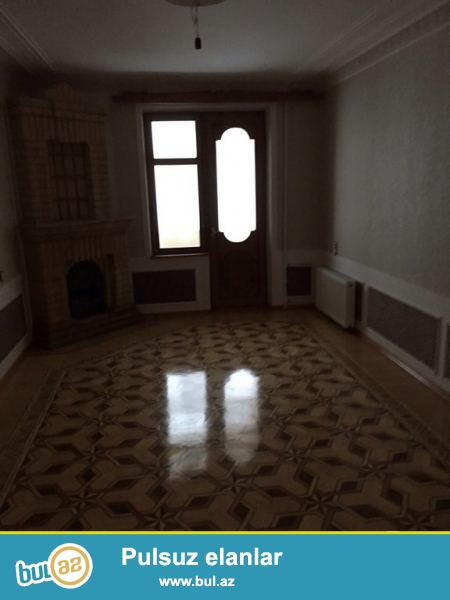 Очень срочно на Ясамале рядом с 158 школой  продаётся 3-х комнатная квартира   старого строения   3/5 ...