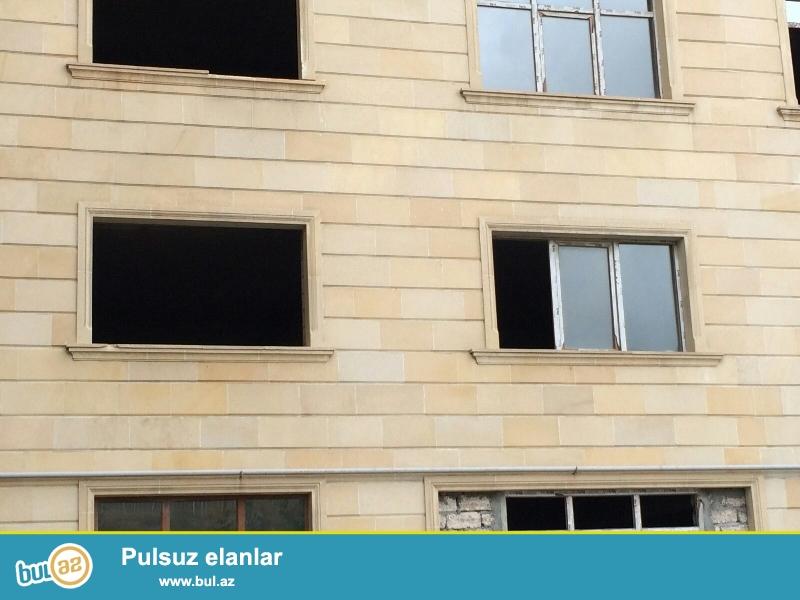 Продается 3-х комнатная квартира, по улице Короглу Рагимов, около АБУ АРЕНЫ, 2/16 этажной новостройки, общая площадь 120 кв...