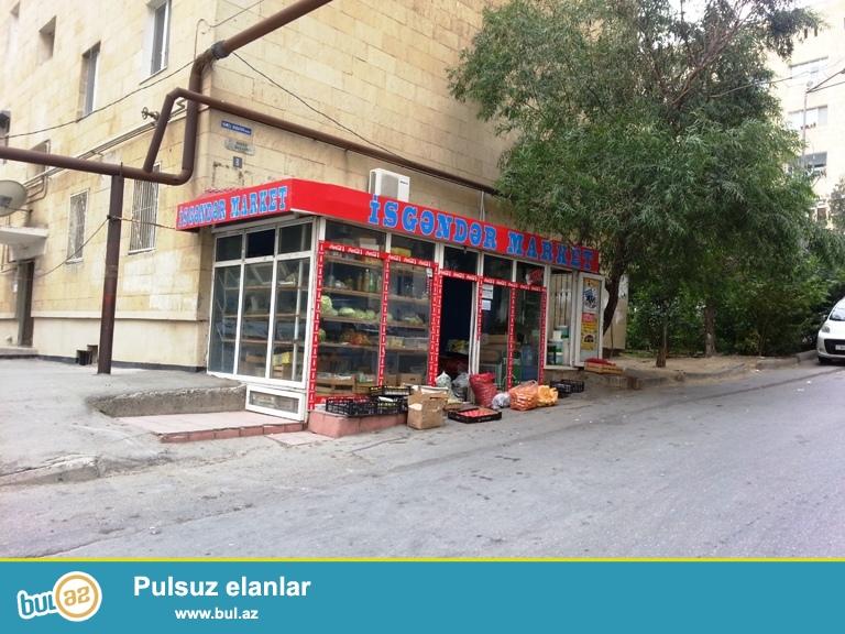 9mkr 26 nomreli marsurut avtobusunun son dayanacagina yaxinliqda yasayis binasinin altinda umumi sahesi 55 kv/m olan hazir islek sekilde olan market satilir...