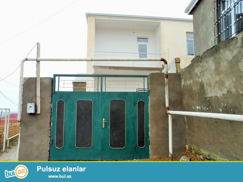 Очень срочно ! В поселке  Масазыр, рядом с  памятником Вахида продается 2-х этажный, площадью 100 квадрат, 5 - и комнатный  частный дом , расположенный на 2-х  сотках земли...