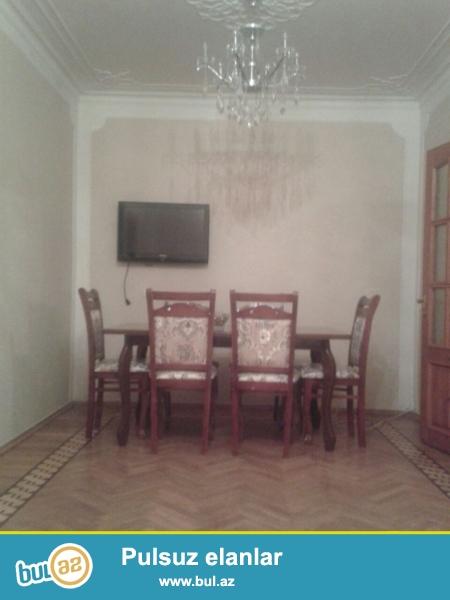 Очень Срочно! По проспекту Ататюрк сдаётся 3-х комнатная  квартира (2+1) экспрементального проекта старого строения 4/9, площадью 70 квадрат...
