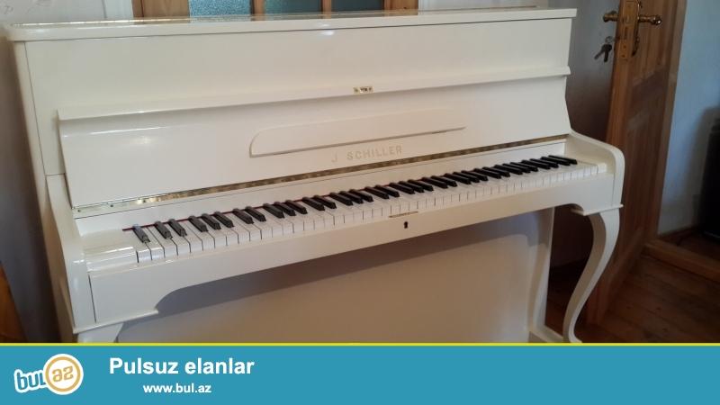 aq engli almaniya pianinosu siller fiqurlu ayaqli super veziyyetde