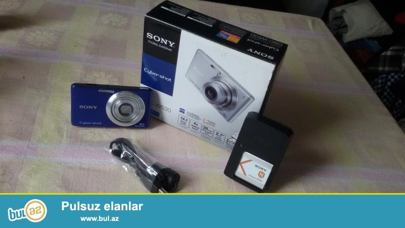 Sony fotokamerasi satilir. Hem foto cekir hemde video. Cox az islenib yeni kimidir. Karobkasi, adaptoru, usb snuru her seyi var...