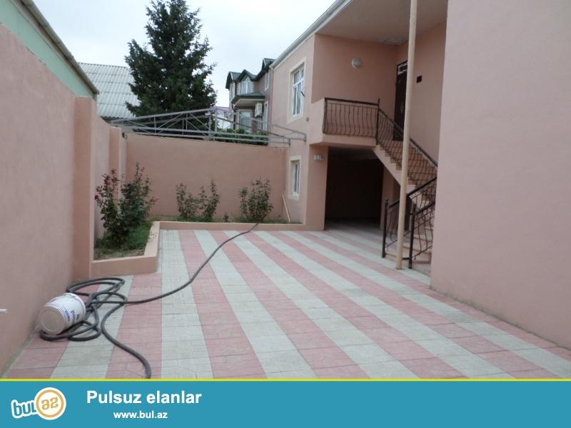 xırdalanda heydər əliyev prospektindən 200-300 metr içəridə əla təmirli 2 mərtəbəli kupçalı ev satılır.