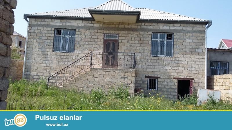 Yeni Masazırda. Gənclər şəhərciyinin arxasında, varlılar məhləsində hündür padvalı olan 3 böyük otaqlı ev satılır...