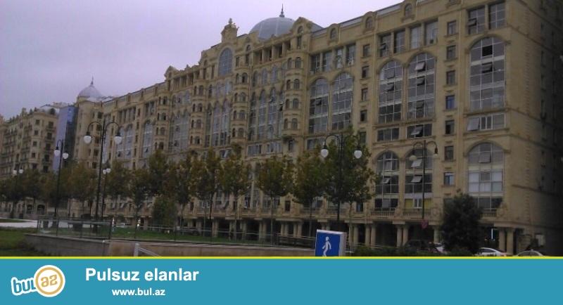 Продается 3-х комнатная квартира, по улице Физули, около Зимнего парка, 9/10 этажного экспериментального здания, общая площадь 95 кв...
