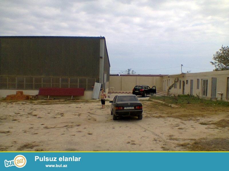 Продается земельный участок со складами и амбаром в поселке Пиршагы у дороги...